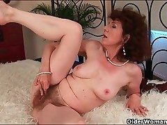 Classy mature fucked in her humid unshaved honeypot